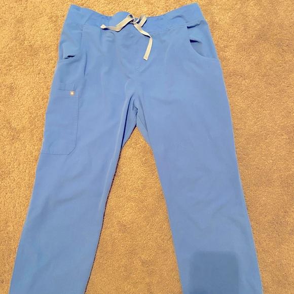 Figs scrub set in ceil blue size XL.